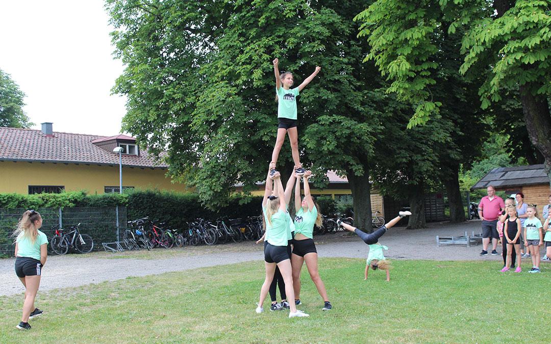 cheerleading - Cheerleading