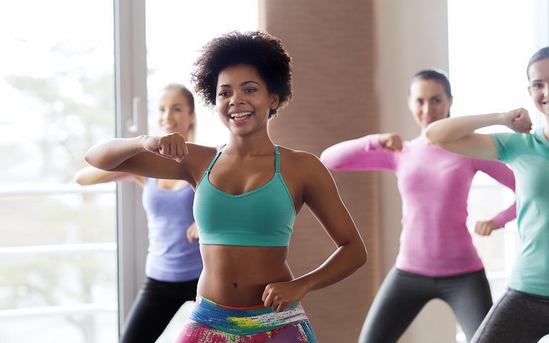 Gruppe Frauen beim ZUMBA Training