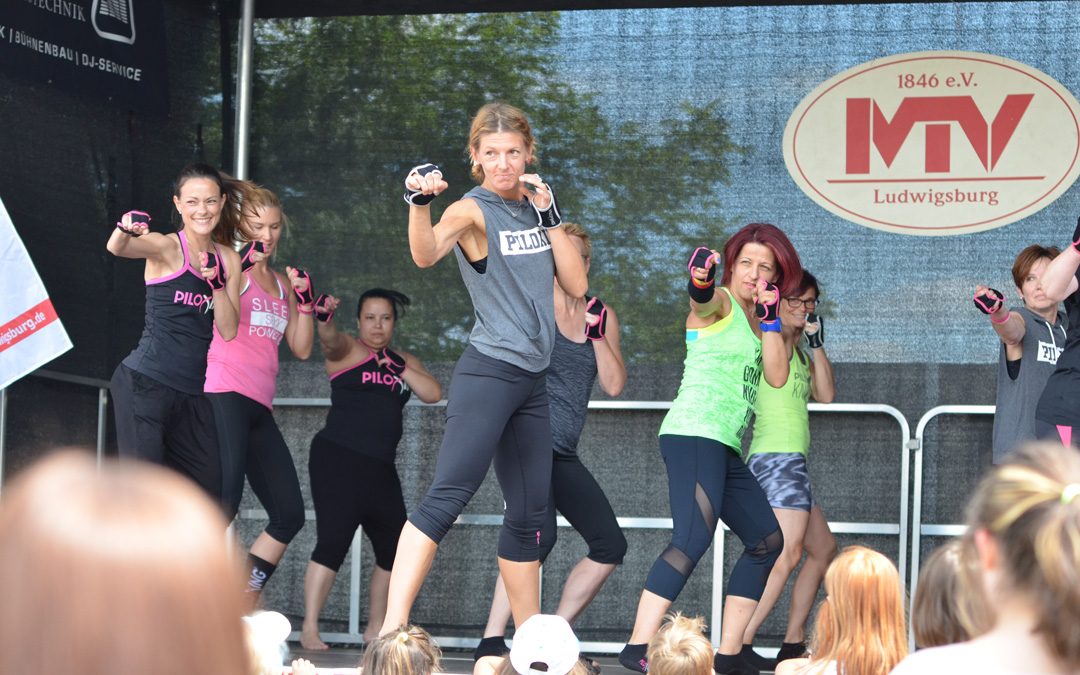 strong by zumba - Piloxing
