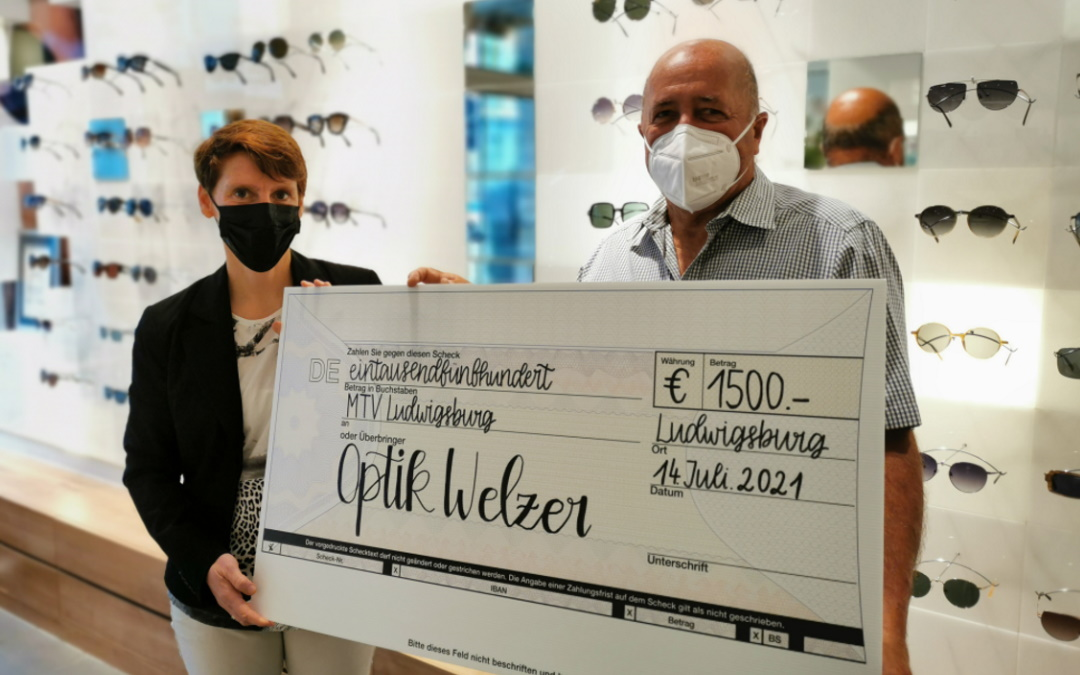 Optik Welzer spendet aus Jubiläumsaktion 1.500 € an den MTV!